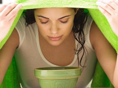 Uapkan wajah dapat memperbesar pori dan mengeluarkan sel kulit mati
