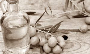 Manfaat minyak zaitun menghilangkan jerawat